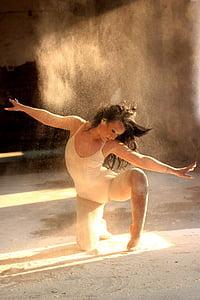 woman dancing contemporary dance