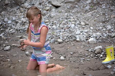 girl playing sand