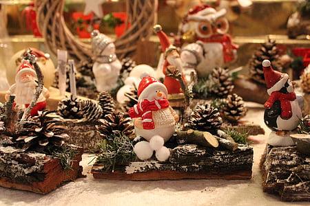 Santa Claus figurine selective focus photography