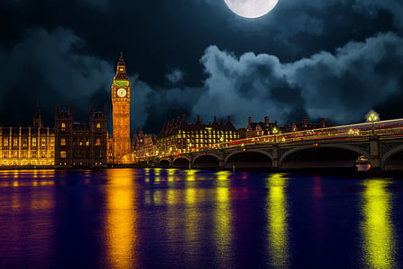Big Ben on London lighted during night time