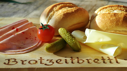 breads with ham, cheese and vegetables