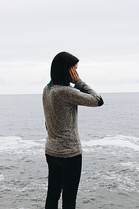 woman wearing gray elbow patch long-sleeved top