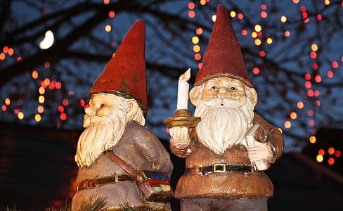 two dwarf figurines