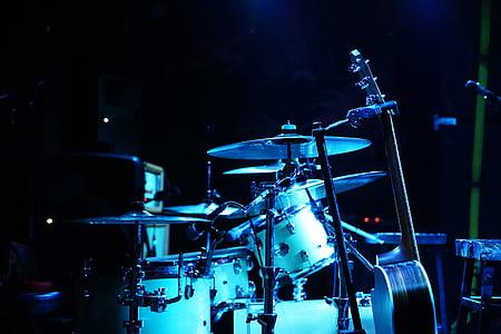 white drum kit