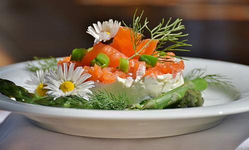 closeup photo of salad dish