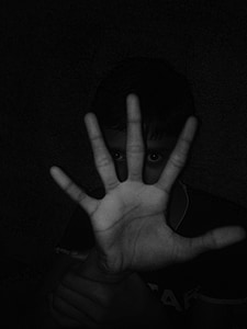 boy showing five fingers