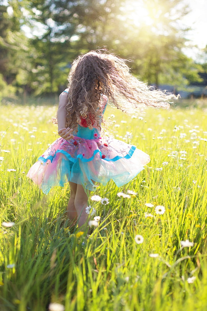 shallow focus photography of girl on green grass