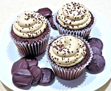 three chocolate cupcakes on ceramic plate