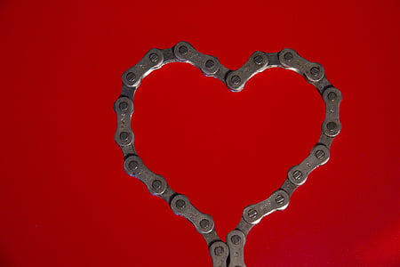 closeup photo of heart-shape gray cog chain