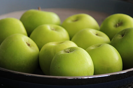 shallow focus photography of green apples