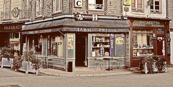 landscape photography of Tabac Presse boutique