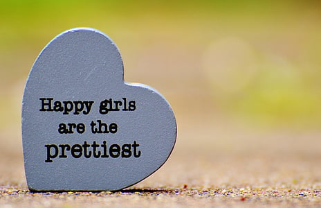 heart-shaped happy girls are the pretties quote decor