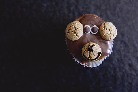 chocolate cupcake