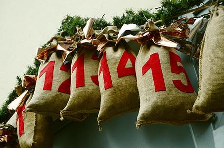 brown sacks with number-printed