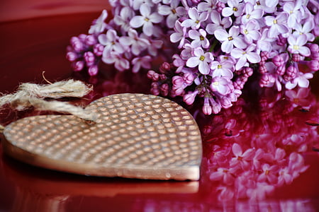 purple flower centerpiece near gold-colored heart pendant