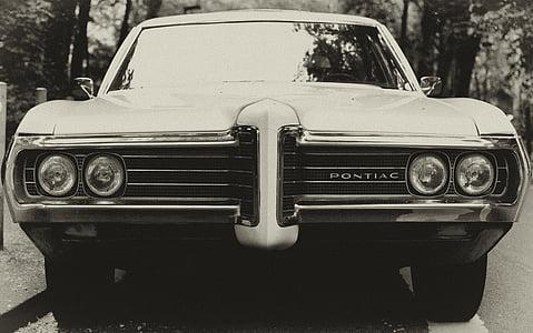 closeup photography of Pontiac car