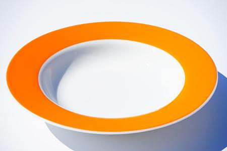 shallow focus of round ceramic plate