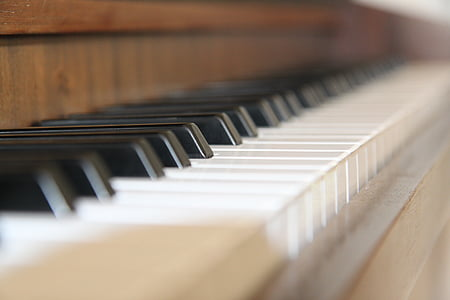 shallow depth of field photo of brown piano