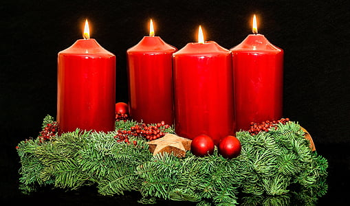 four red candle pillars