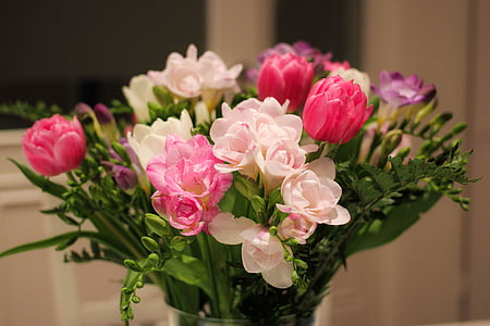 pink, white, and purple petaled flowers bouquet