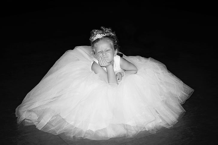 girl with sleeveless dress photo