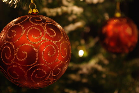 selective focus photo of red Christmas bauble