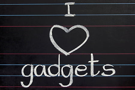 i love gadgets text on black chalkboard