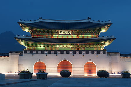 green 2-story pagoda temple