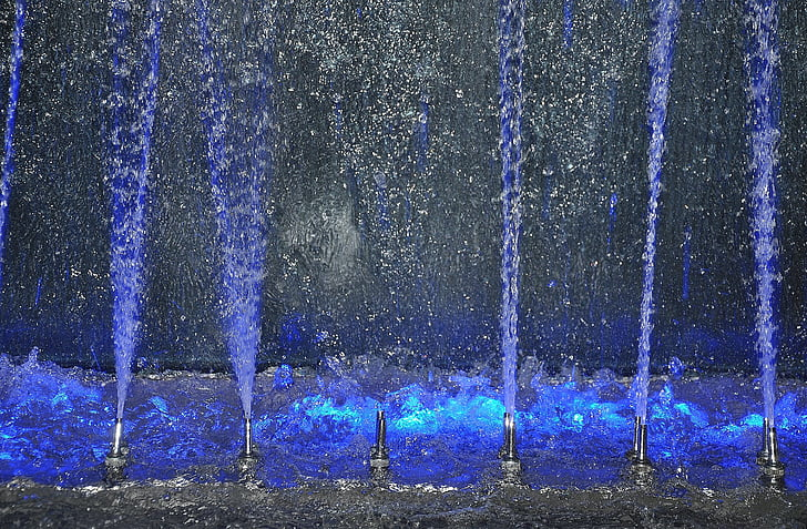 time lapse photography of dancing water