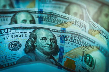 100 U.S. dollar banknotes