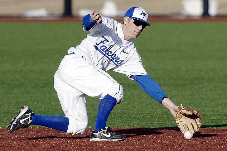 baseball player catching a ball