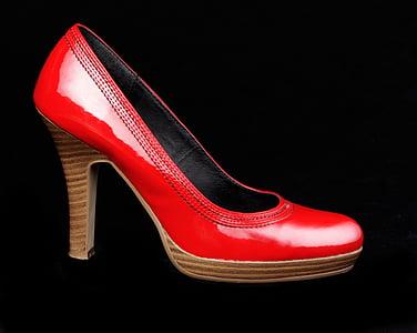 unpaired almond-toe pump shoe