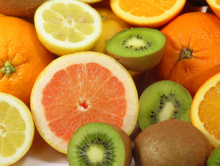 photo of sliced kiwis and lemons