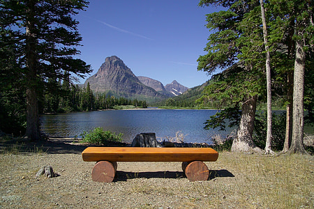 photo of brown wooden bench at daytime