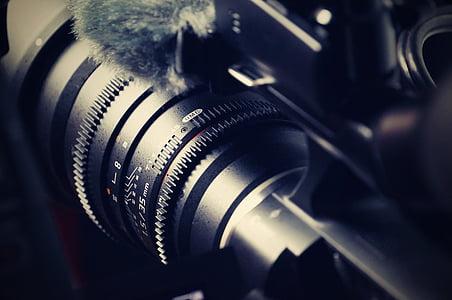 closeup photography of black DSLR camera