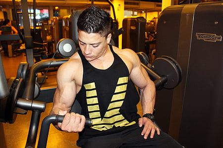 man in black tank top doing set