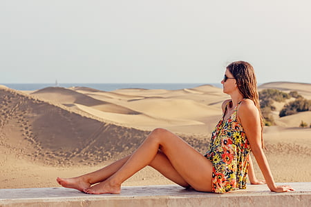 young woman, holiday, excursion, woman, exposure to the sun, dunes