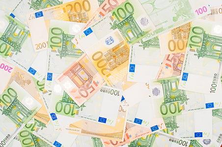 100 and 50 Euro banknotes