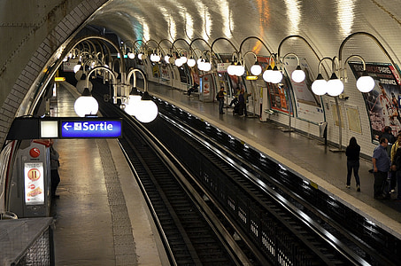 Sortie signage and train station