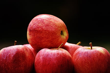 closeup photography of red apples
