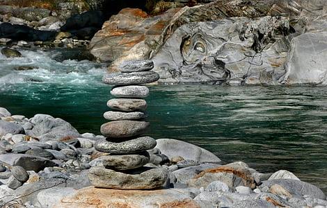 balance rock selective focus photography