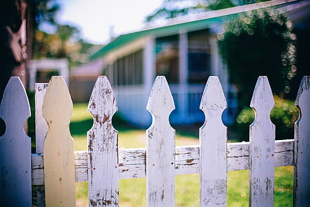 white wooden fence close up photography