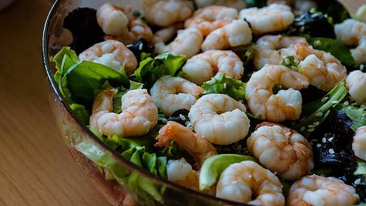 shrimps with green vegetables