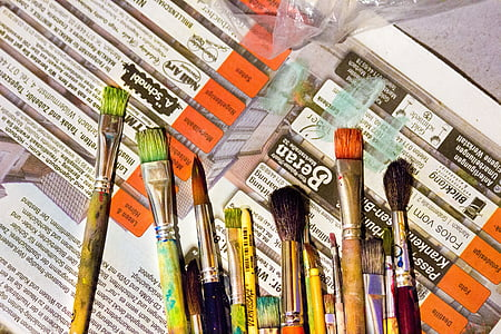 assorted-color paintbrush set