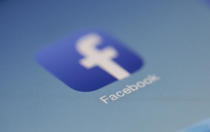 closeup photo of Facebook logo