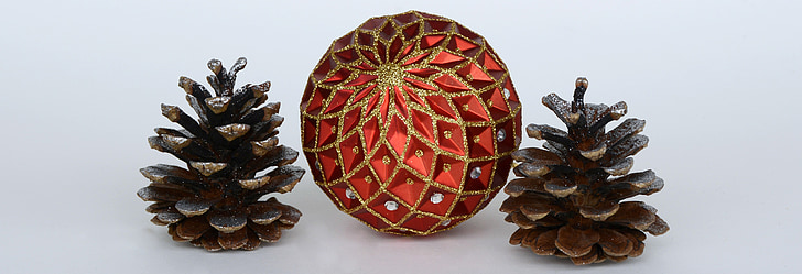 Christbaumkugeln Ornament.Royalty Free Photo Red Ball Ornament In Between Two Pine Cones