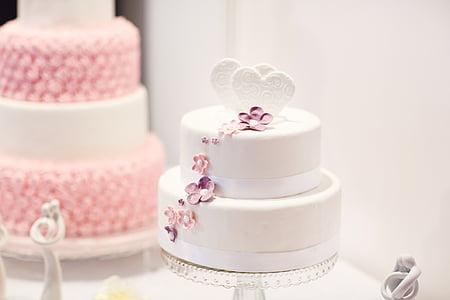white fondant cakes
