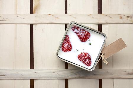 strawberry cream box