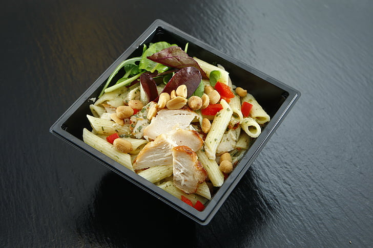 macaroni with nuts and herbs