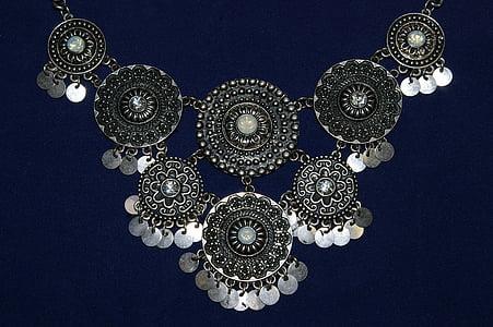 silver-colored chain link bib necklace